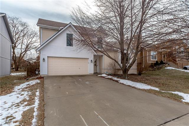 7415 W 157th Terrace, Overland Park, KS 66223 (#2146301) :: Edie Waters Network