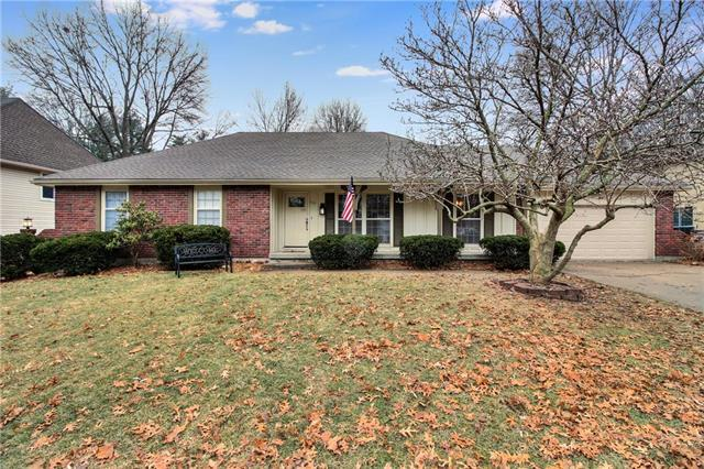 112 NW Locust Drive, Blue Springs, MO 64014 (#2146363) :: No Borders Real Estate