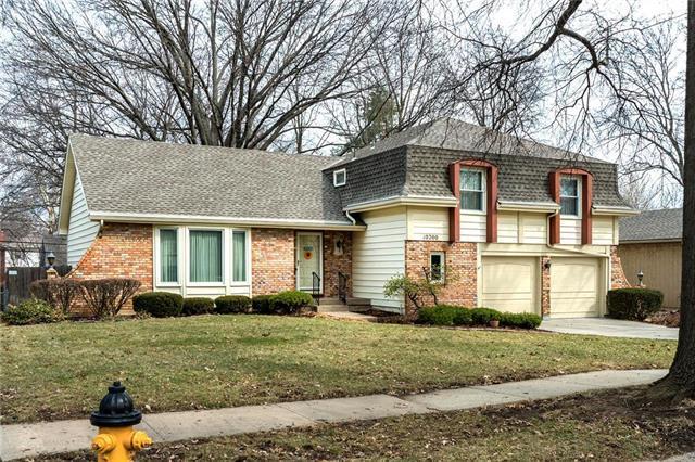 10200 W 99th Terrace, Overland Park, KS 66212 (#2146419) :: House of Couse Group
