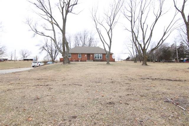 19730 S Lone Elm Road, Spring Hill, KS 66083 (#2146442) :: The Gunselman Team