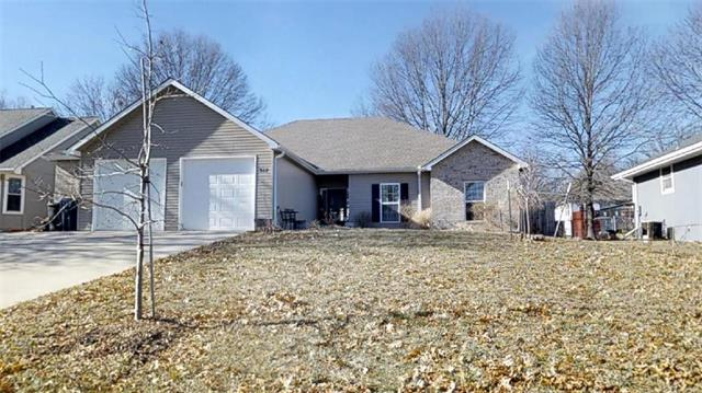 912 SW Cross Creek Drive, Grain Valley, MO 64029 (#2146565) :: The Gunselman Team