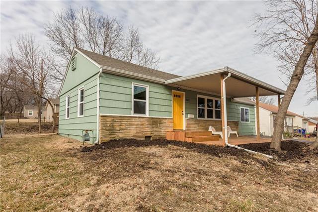 6412 Larsen Lane, Shawnee, KS 66203 (#2146776) :: Kedish Realty Group at Keller Williams Realty