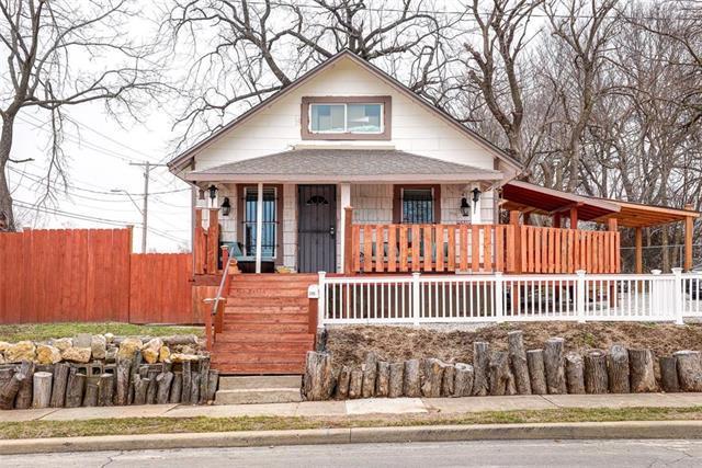 2305 Mersington Avenue, Kansas City, MO 64127 (#2146862) :: Edie Waters Network