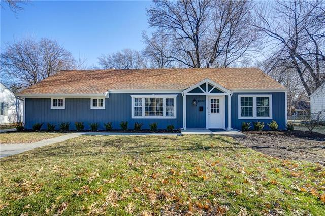 2237 W 79th Street, Prairie Village, KS 66208 (#2147120) :: The Gunselman Team