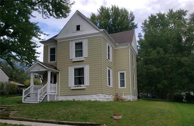 215 E Pine Street, Liberty, MO 64068 (#2147157) :: No Borders Real Estate