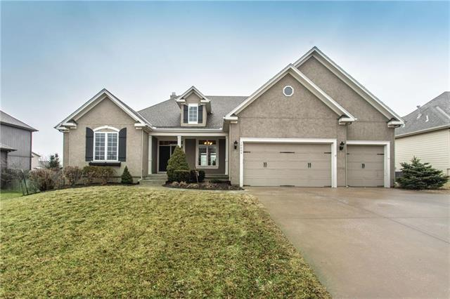 10009 Sunset Drive, Lenexa, KS 66220 (#2147164) :: The Shannon Lyon Group - ReeceNichols