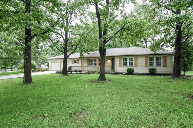 3900 W 98 Terrace, Overland Park, KS 66207 (#2147186) :: Edie Waters Network
