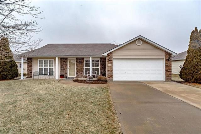 814 Coventry Lane, Raymore, MO 64083 (#2147195) :: Edie Waters Network