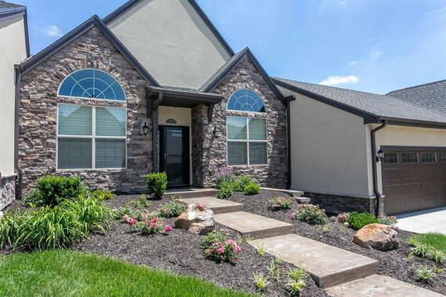 8130 W 131st Court, Overland Park, KS 66213 (#2147283) :: The Gunselman Team