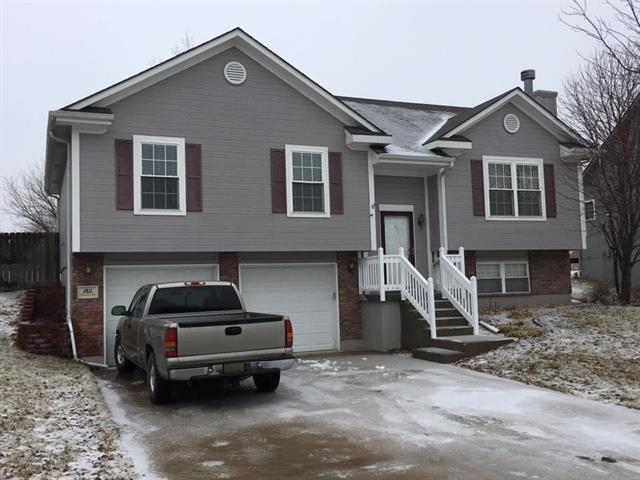 1811 Chestnut Drive, Pleasant Hill, MO 64080 (#2147631) :: Edie Waters Network
