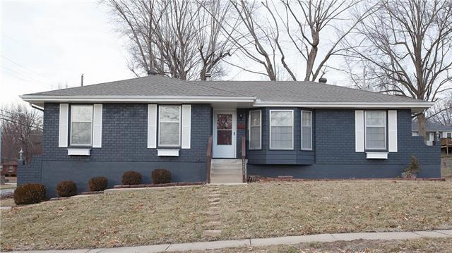 12000 E 56th Terrace, Kansas City, MO 64133 (#2147740) :: Edie Waters Network