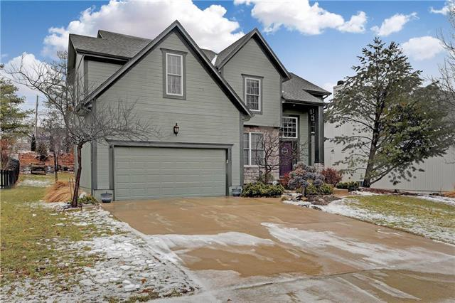 5322 W 159th Terrace, Overland Park, KS 66085 (#2147745) :: Edie Waters Network