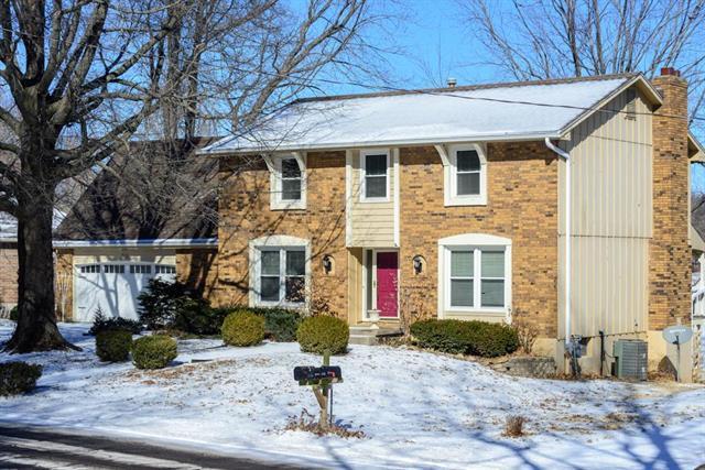 513 NW Fairway Drive, Blue Springs, MO 64014 (#2147796) :: Team Real Estate
