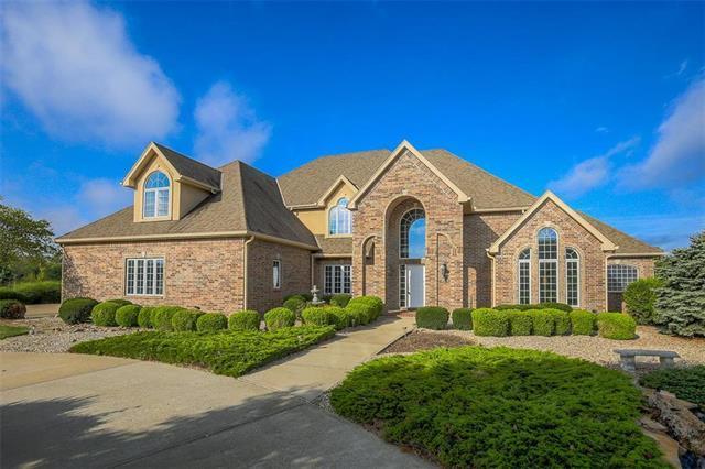 10902 Wildflower Drive, Lee's Summit, MO 64086 (#2147911) :: Eric Craig Real Estate Team