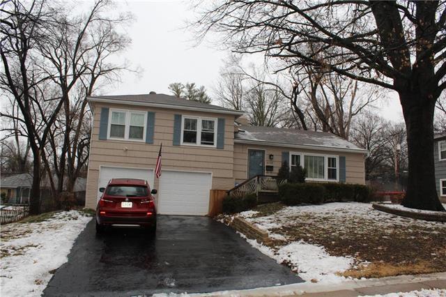 5710 W 101 Terrace, Overland Park, KS 66207 (#2147912) :: House of Couse Group
