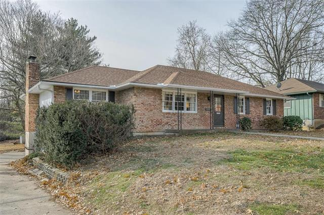 15375 E 45th S Street, Independence, MO 64055 (#2148098) :: Edie Waters Network