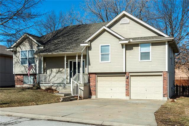 429 SE Alger Drive, Blue Springs, MO 64014 (#2148115) :: No Borders Real Estate