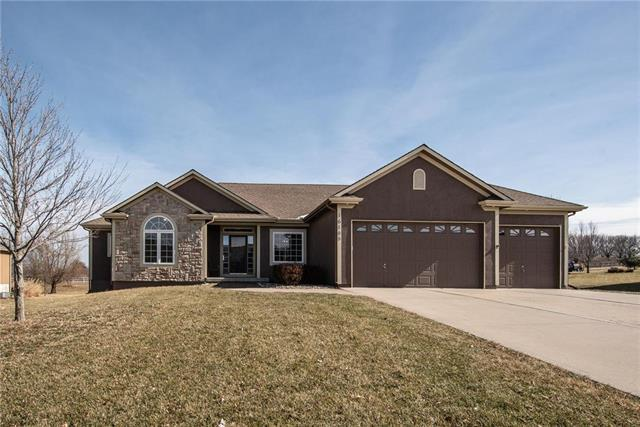 16105 Bluegrass Court, Belton, MO 64102 (#2148189) :: House of Couse Group
