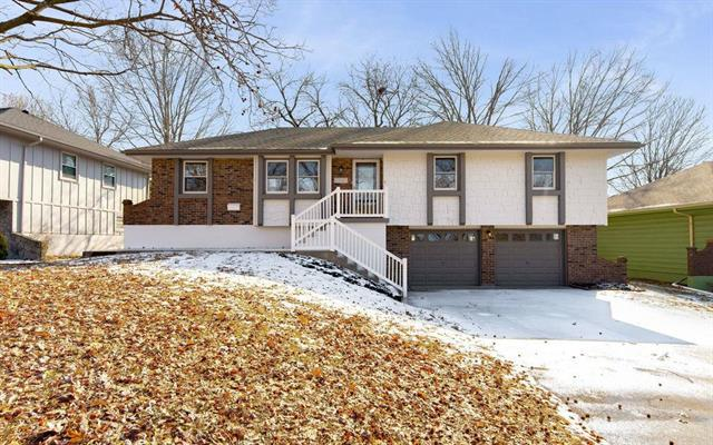12101 E 55th Terrace, Kansas City, MO 64133 (#2148199) :: Edie Waters Network