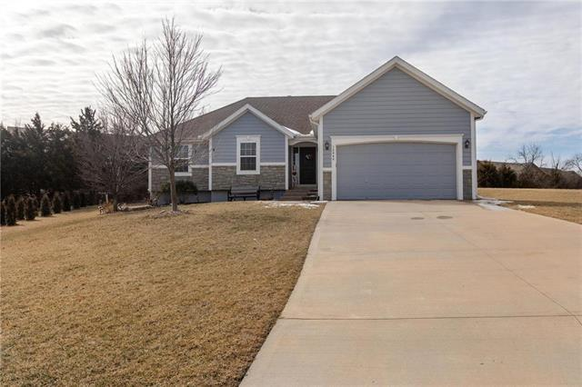 12448 S Valley Circle, Olathe, KS 66061 (#2148230) :: Kedish Realty Group at Keller Williams Realty