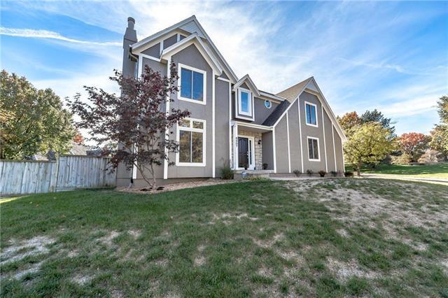 8507 W 115th Street, Overland Park, KS 66210 (#2148242) :: The Gunselman Team