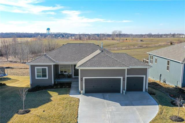 9205 SW 2nd Street, Blue Springs, MO 64064 (#2148338) :: House of Couse Group