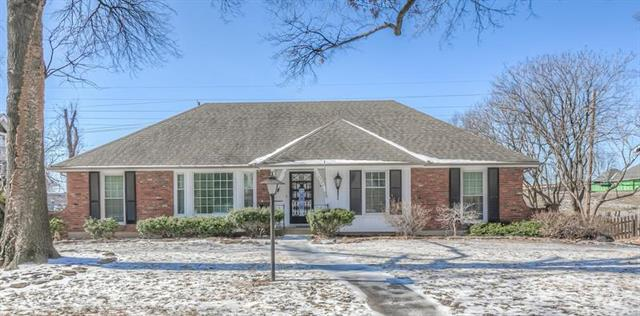 9302 Roe Avenue, Prairie Village, KS 66207 (#2148344) :: The Gunselman Team