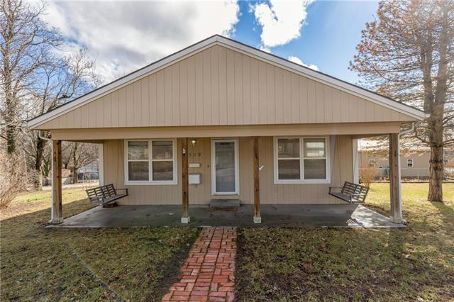 509 E Osage Street, Paola, KS 66071 (#2148365) :: Edie Waters Network