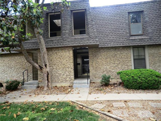 7416 W 102nd Court, Overland Park, KS 66202 (#2148418) :: Team Real Estate