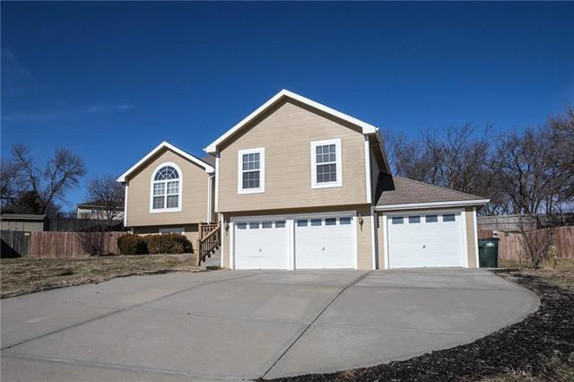 542 Hithergreen Drive, Lansing, KS 66043 (#2148431) :: Team Real Estate