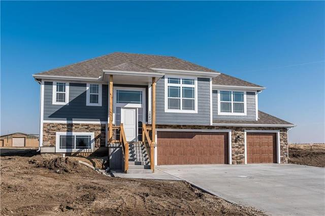 4760 Lakecrest Drive, Shawnee, KS 66218 (#2148551) :: The Shannon Lyon Group - ReeceNichols