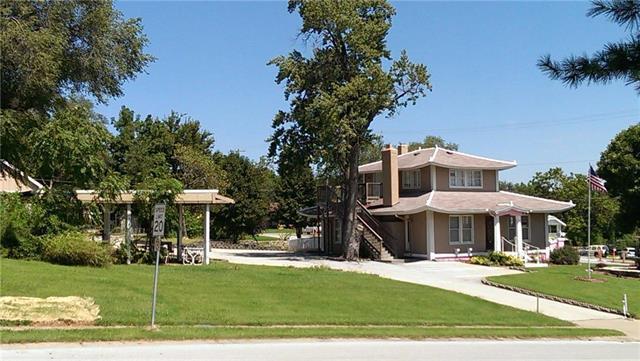 8702 W 49 Terrace, Merriam, KS 66203 (#2150098) :: The Gunselman Team