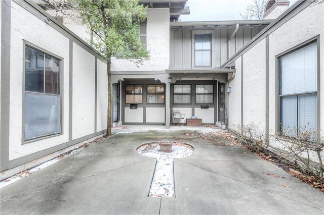 7507 W 102nd Street, Overland Park, KS 66212 (#2150191) :: Edie Waters Network