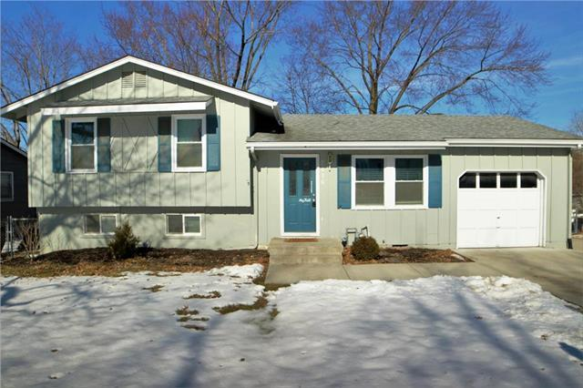 7416 NW Park Forest Lane, Kansas City, MO 64152 (#2150571) :: Edie Waters Network