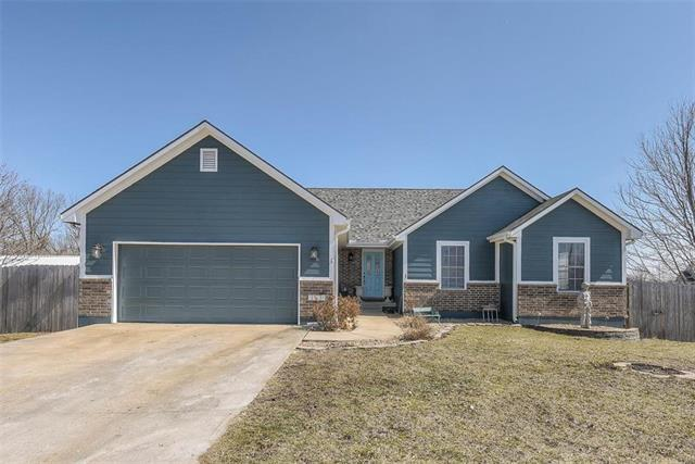 1808 Chelsea Circle, Pleasant Hill, MO 64080 (#2150639) :: Edie Waters Network