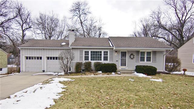 7725 Roe Avenue, Prairie Village, KS 66208 (#2151051) :: Edie Waters Network