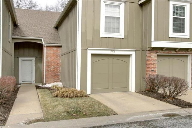 12151 Hayes Street, Overland Park, KS 66213 (#2151064) :: No Borders Real Estate