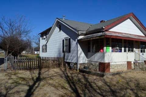 9310 E 36th Terrace, Kansas City, MO 64133 (#2151075) :: Edie Waters Network