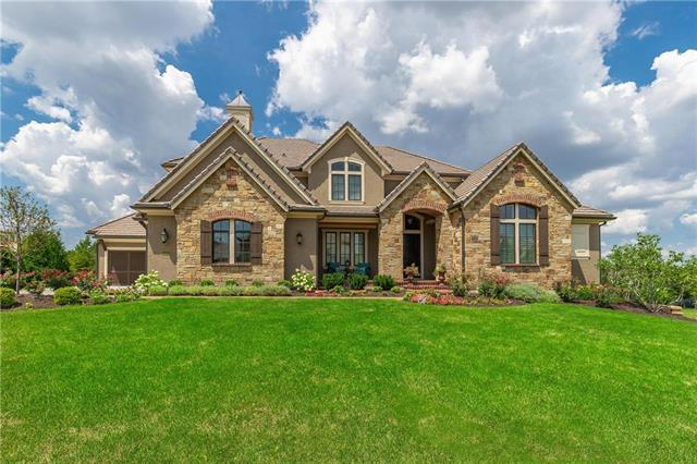 14610 Cedar Street, Leawood, KS 66224 (#2151100) :: The Gunselman Team