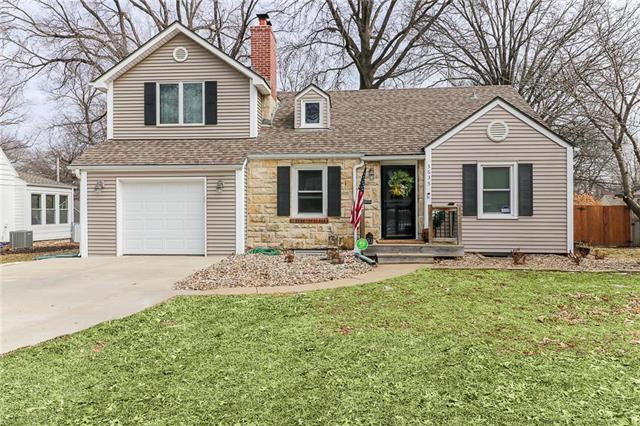 5635 Nall Avenue, Roeland Park, KS 66202 (#2151107) :: The Gunselman Team