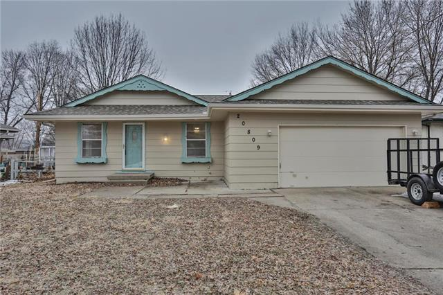 20809 E 13 Terrace, Independence, MO 64057 (#2151179) :: Edie Waters Network
