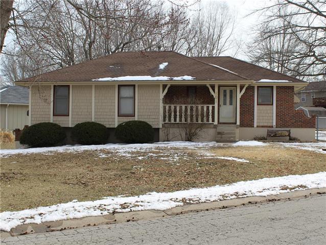 801 SE 16th Street, Oak Grove, MO 64075 (#2151366) :: Edie Waters Network