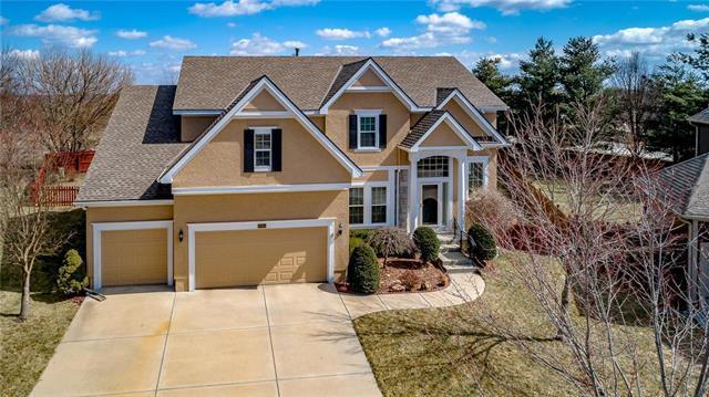 15853 Linden Street, Overland Park, KS 66224 (#2151387) :: Eric Craig Real Estate Team