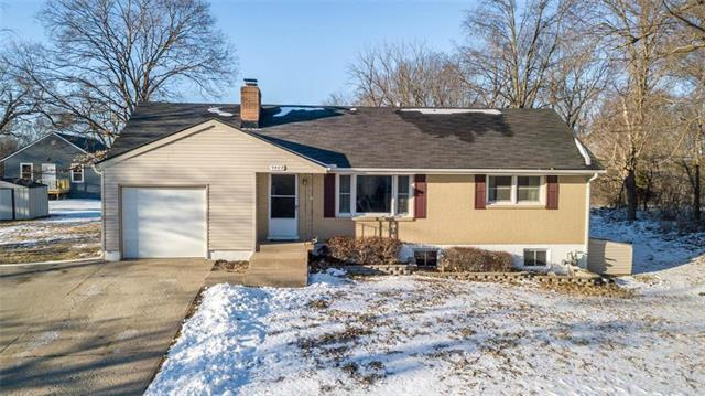 3402 NE 57TH Terrace, Gladstone, MO 64119 (#2151482) :: Edie Waters Network