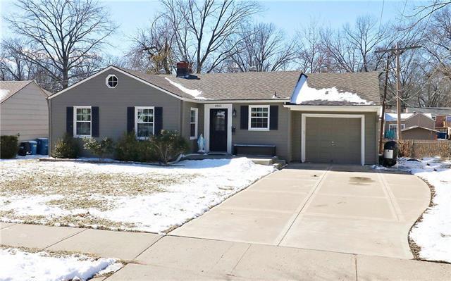 4815 W 71st Terrace, Prairie Village, KS 66208 (#2151625) :: Edie Waters Network