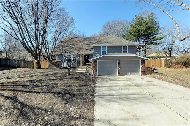 2840 S Ann Avenue, Blue Springs, MO 64057 (#2151657) :: Kansas City Homes