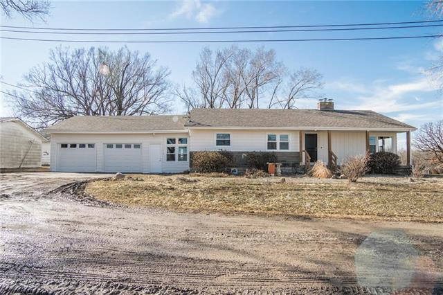 7935 W 303rd Street, Louisburg, KS 66053 (#2151667) :: The Shannon Lyon Group - ReeceNichols