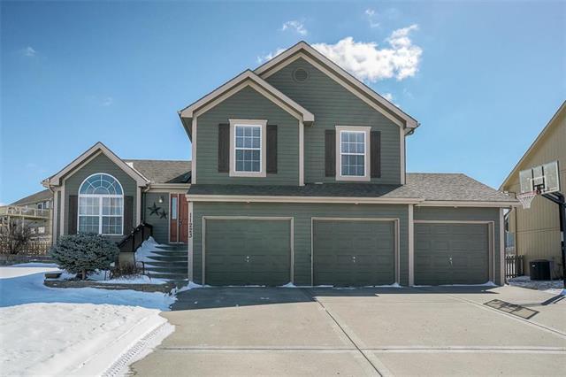11223 N Belleview Avenue, Kansas City, MO 64155 (#2151679) :: Dani Beyer Real Estate