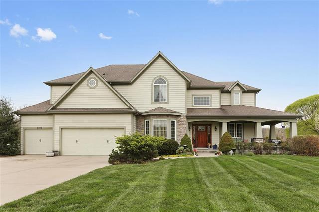 9306 E Pleasant Avenue, Kansas City, MO 64138 (#2151696) :: House of Couse Group