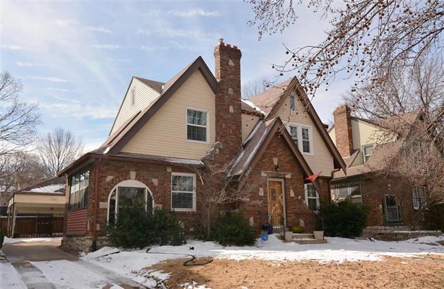 627 E 73rd Terrace, Kansas City, MO 64131 (#2151771) :: Edie Waters Network